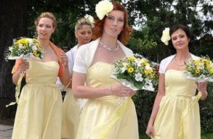 What Are A Bridesmaids Duties At A Wedding?